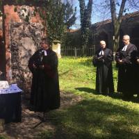 Bp Jerzy Samiec podczas nabożeństwa na Staromiejskim Cmentarzy Ewangelickim we Wschowie 21.04.2016 r.